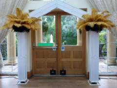 art-decor-archway-with-feathers